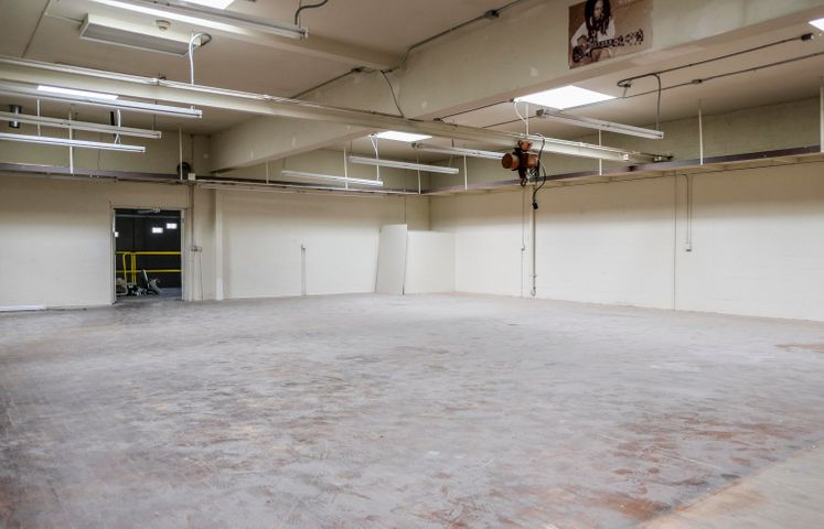 415 N Salsipuedes St - warehouse
