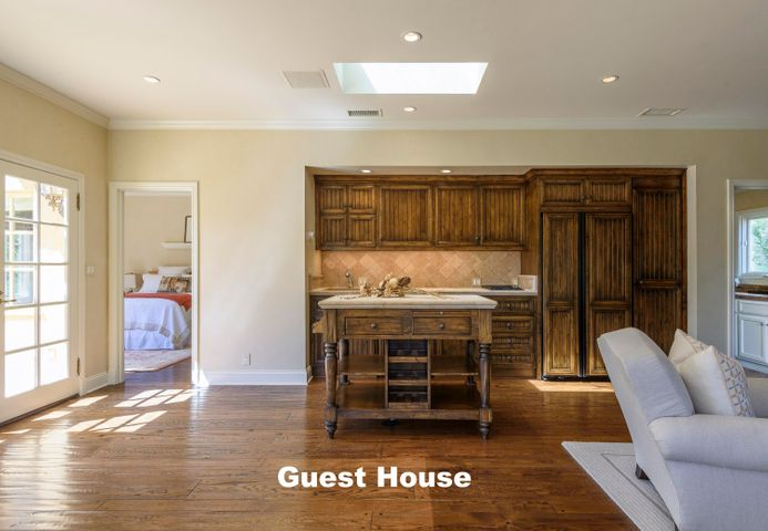 15.GuestHouse2 w text