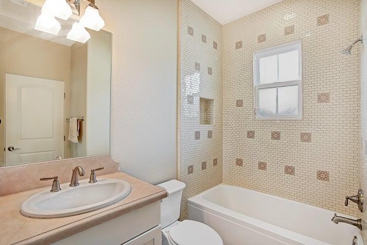 Ground floor en-suite bath