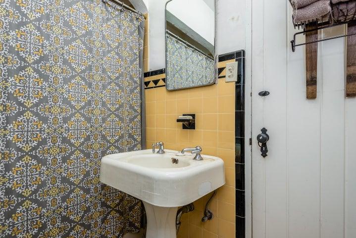 Main House - Bathroom