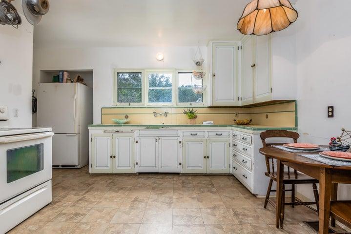 Main House -Kitchen