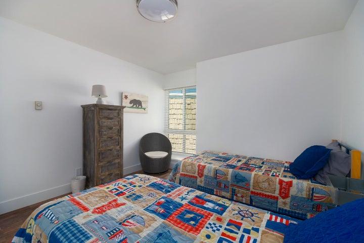 008 seaside retreat twin bedroom-2