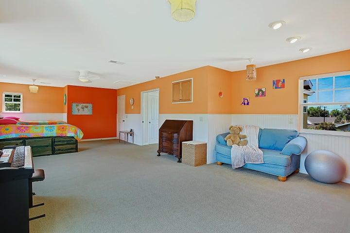 Oversized 2nd bedroom