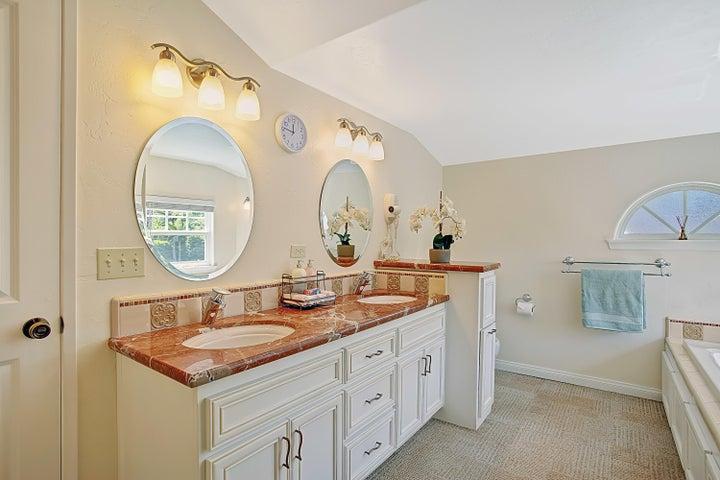 2nd Full bath - upstairs