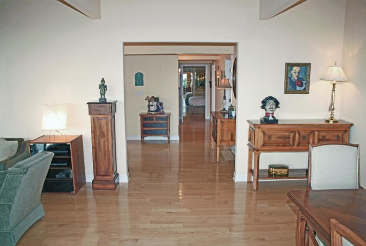 1000-06 Entry Hall