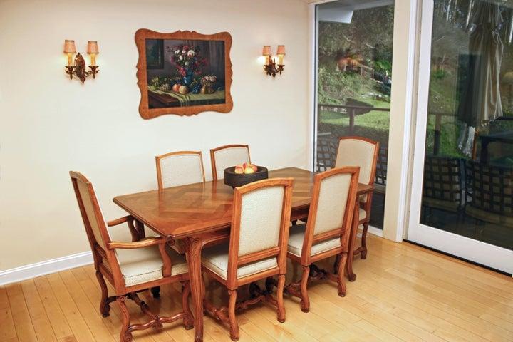 1000-11 Dinning Area