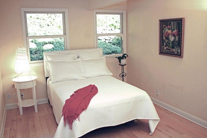1000-18 Bedroom