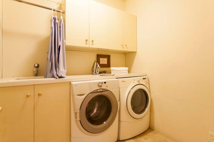 652 Park Lane, Montecito - laundry