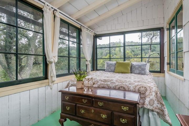 Main House-Bedroom