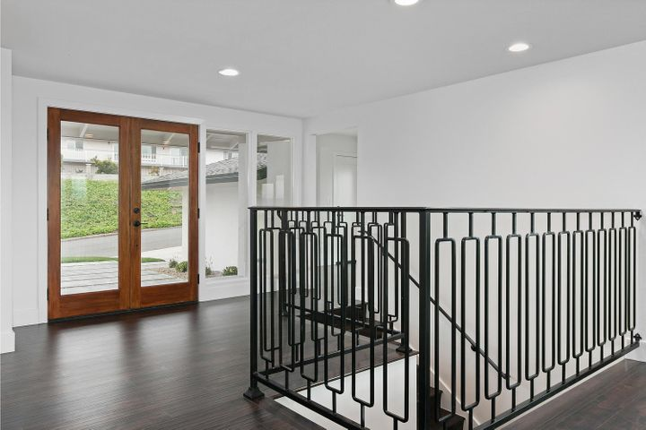 687 Deseo Ave-004-11-Entryway-MLS_Size
