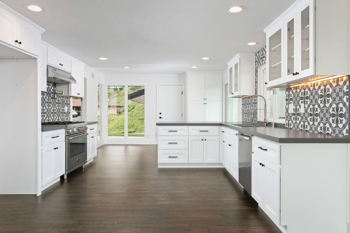 687 Deseo Ave-012-26-Kitchen-MLS_Size