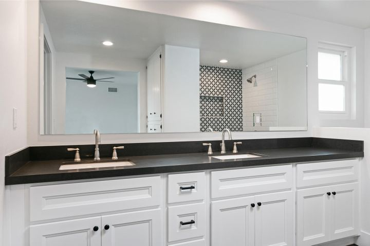 687 Deseo Ave-018-8-Master Bath-MLS_Size