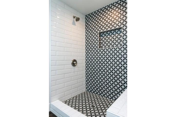 687 Deseo Ave-019-16-Master Bath-MLS_Siz
