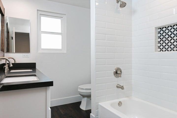 687 Deseo Ave-024-2-Bathroom-MLS_Size