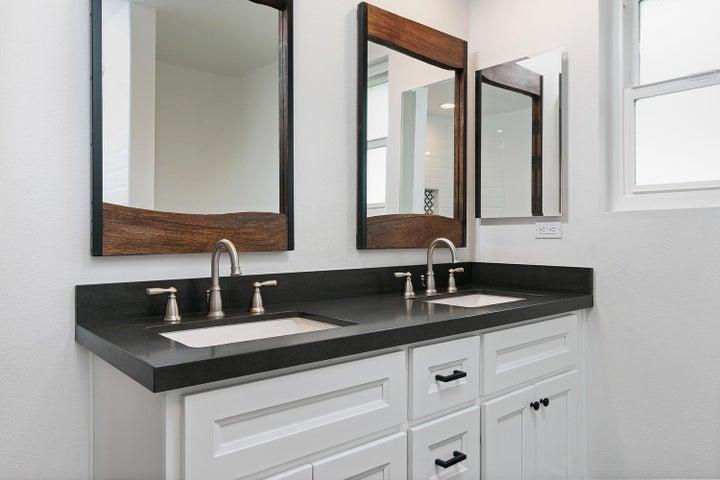 687 Deseo Ave-025-5-Bathroom-MLS_Size