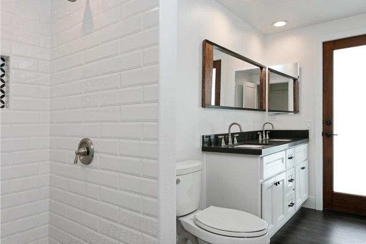 687 Deseo Ave-029-15-Bathroom-MLS_Size