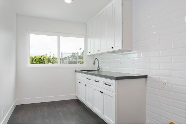 687 Deseo Ave-031-23-Laundry Room-MLS_Si