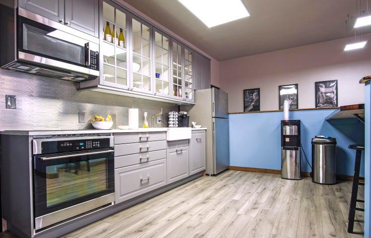 6381-A Rose Ln - kitchen