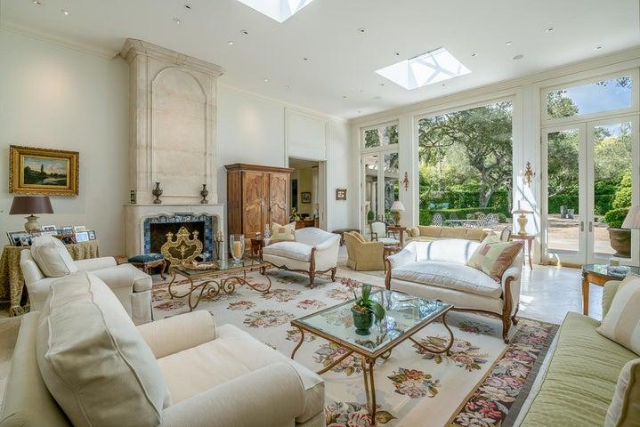 5 San Leandro living room with skylights