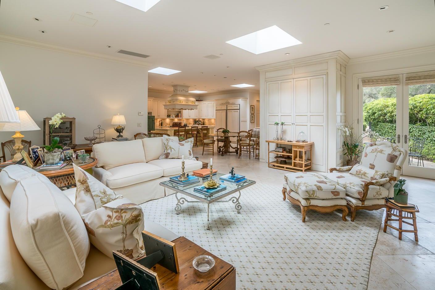 10 San Leandro family room