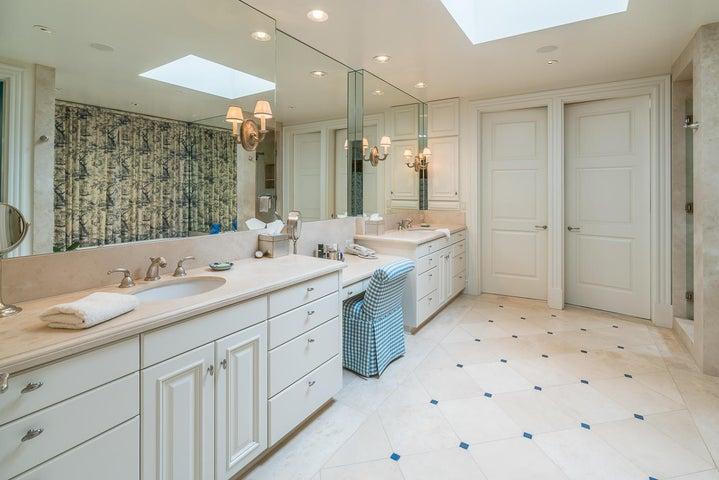 15 San Leandro master bathroom