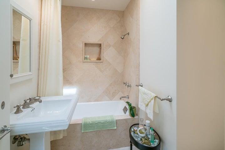 31 San Leandro bathroom 2