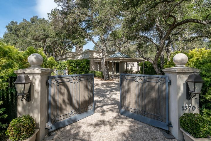 21 San Leandro gated driveway