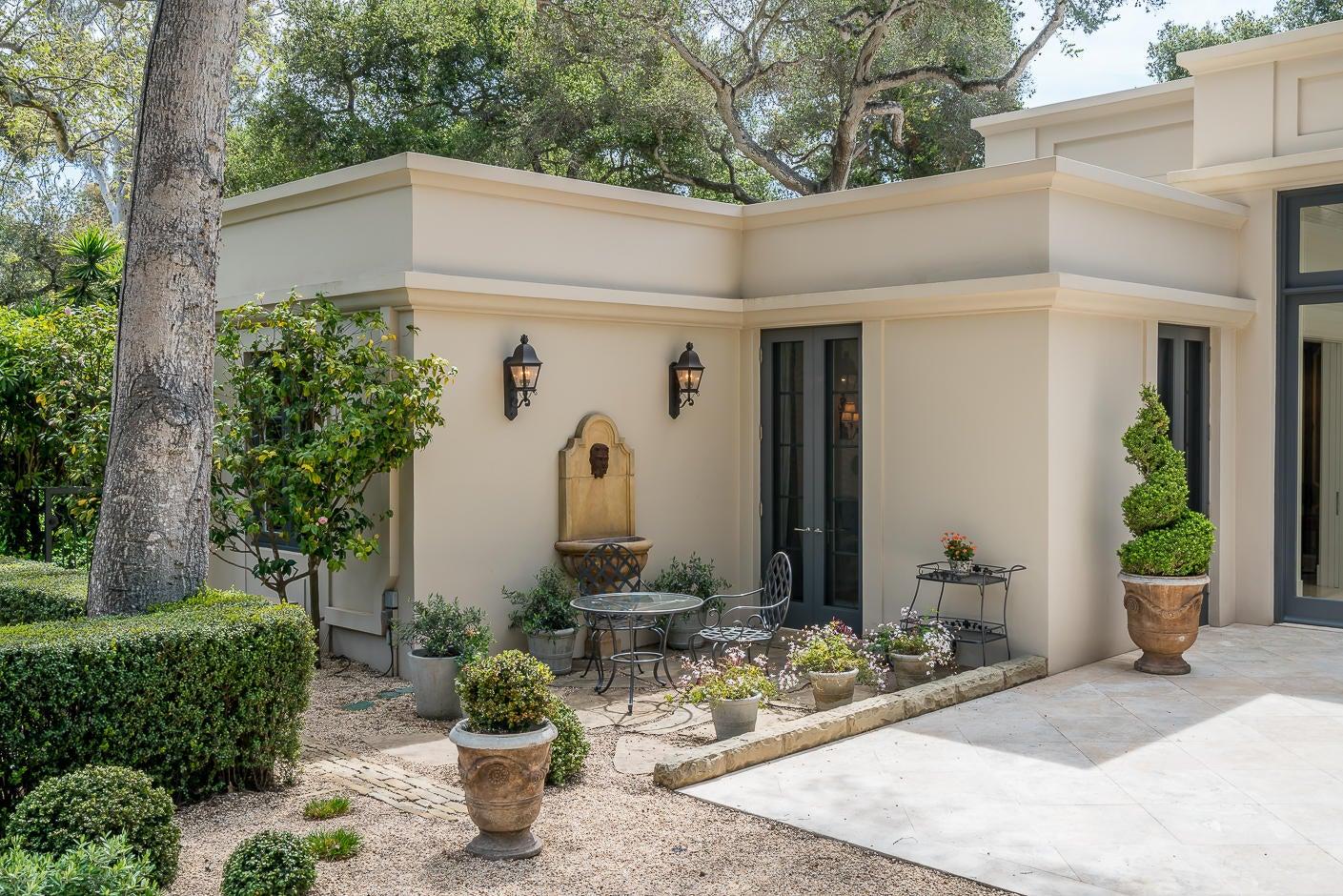 24 San Leandro house fountain