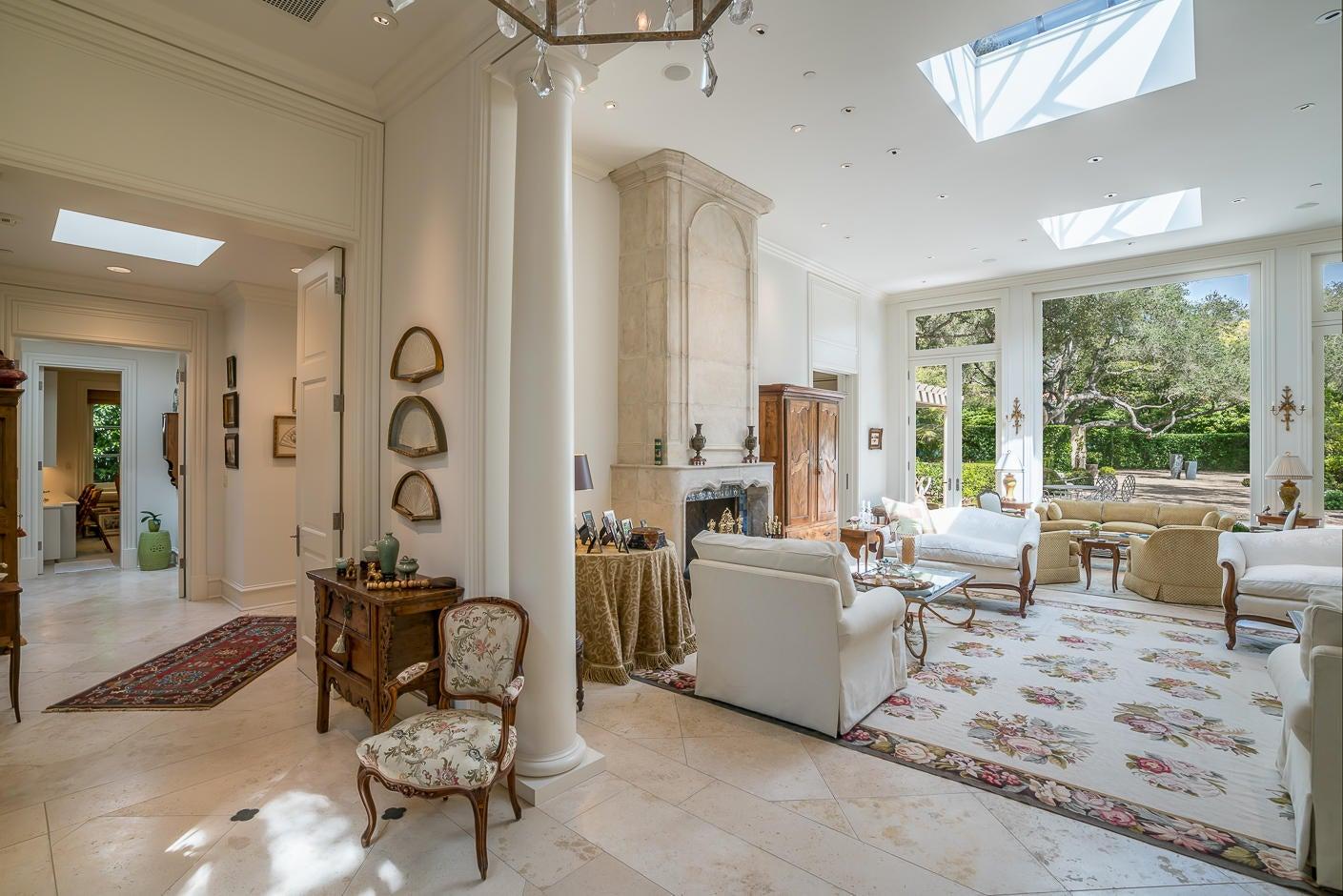 35 San Leandro living room