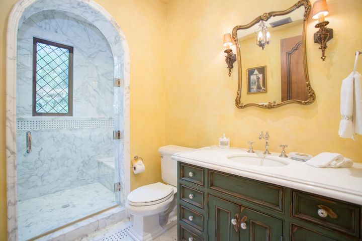 17HisGuestBath_Rockbridge
