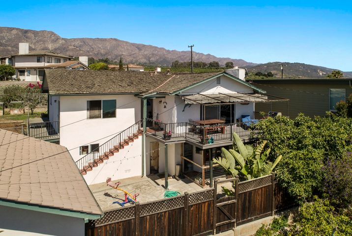 2bd 2ba Upstairs with 1bd 1ba lower area