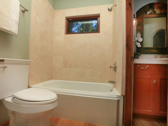 Bathroom 2 Tub & Shower