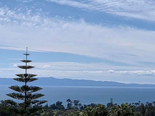 Fall-away ocean and island views