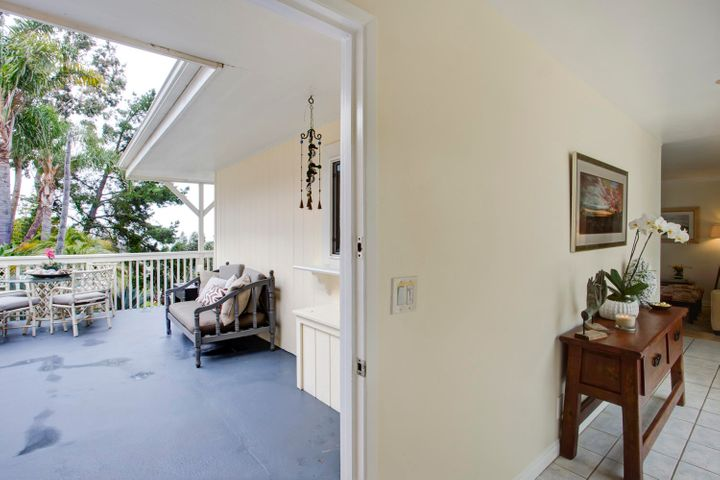 Front Deck & Entry