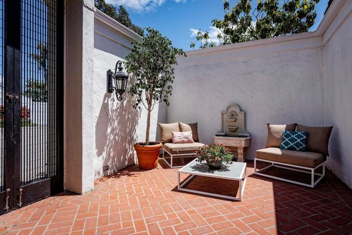 4 - Courtyard Brick