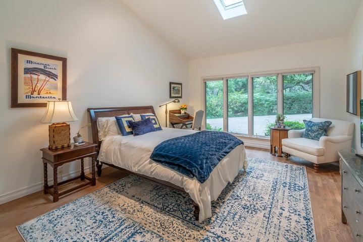 Guest Bedroom m-15