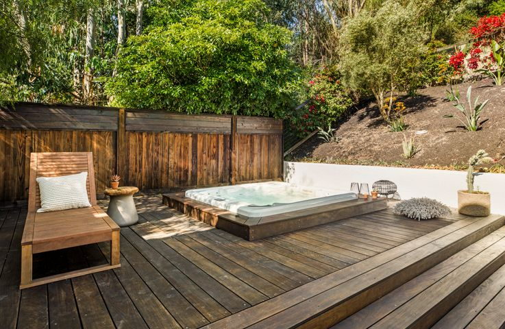 Spa and Deck