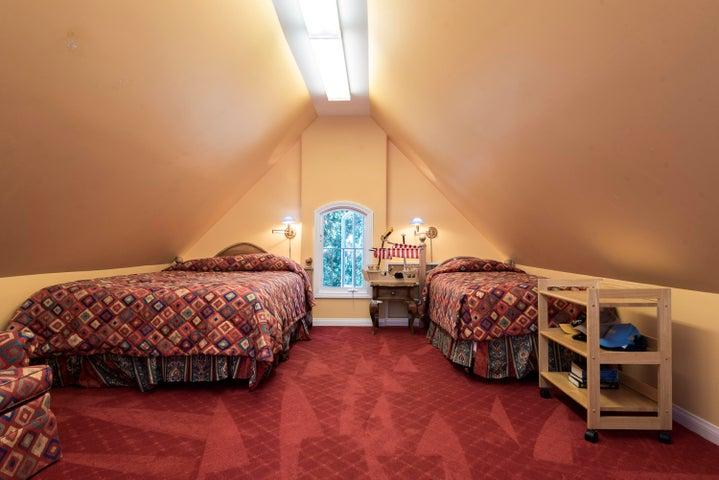 10. RoomOverGarage