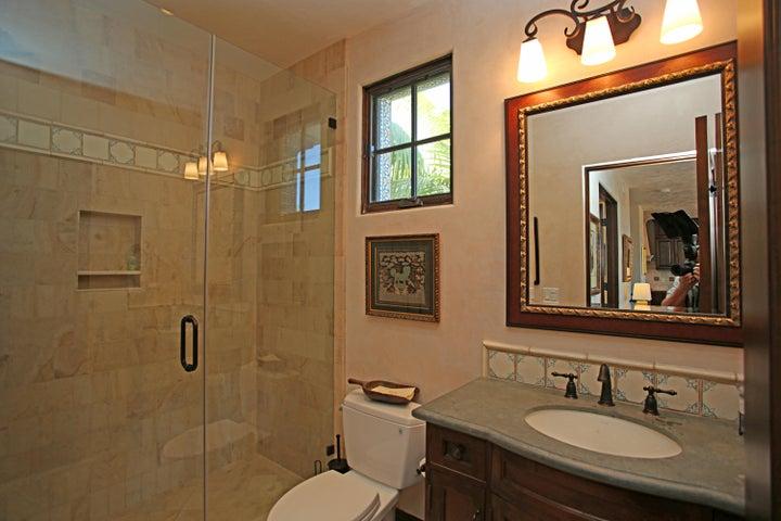 15 Guest Bath2