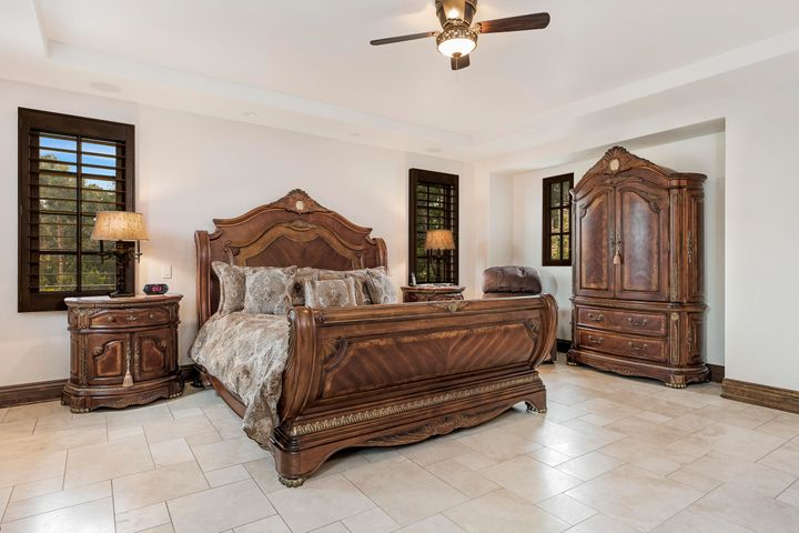 Regal master suite