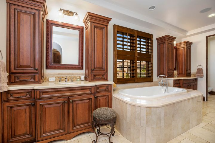 Master bath - dual vanity
