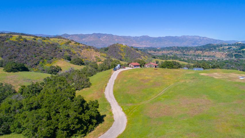 Lucky Q Ranch for Sale in Ojai (1)
