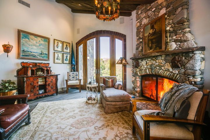 Lucky Q Ranch for Sale in Ojai (9)