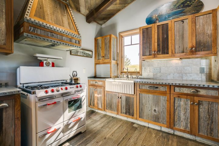 Lucky Q Ranch for Sale in Ojai (12)