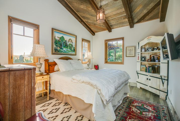 Lucky Q Ranch for Sale in Ojai (14)