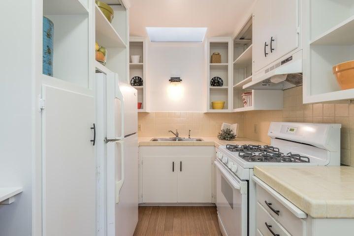 014_14-Unit 2-Kitchen