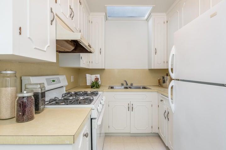 019_19-Unit 3-Kitchen