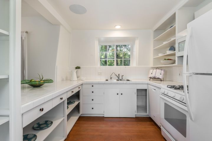 027_27-Unit 4-Kitchen