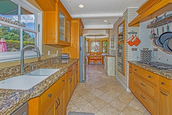 6-3838ConnieWay_Kitchen1LR