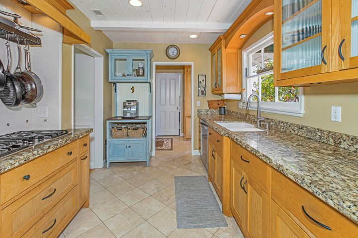 7-3838ConnieWay_Kitchen2LR